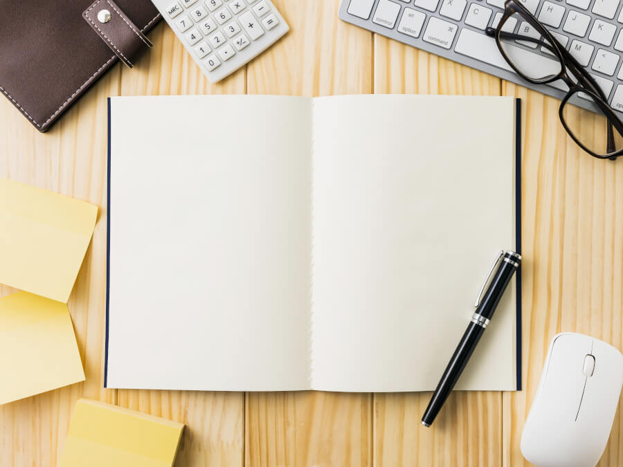 ノートと黒ペン